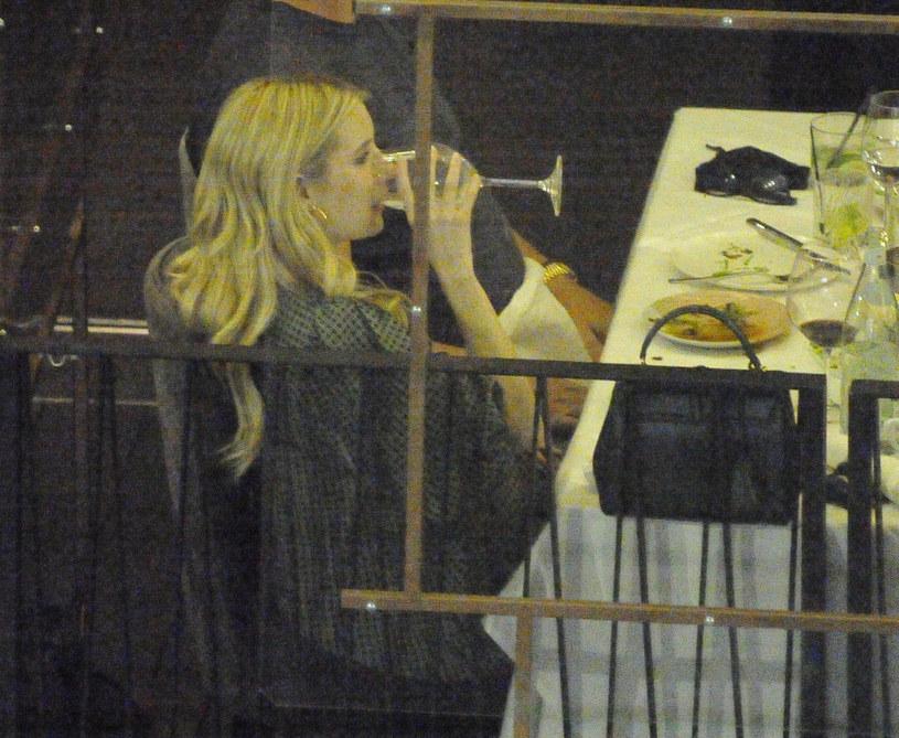 Hollywoodzcy paparazzi wypatrzyli znaną aktorkę podczas kolacji /East News