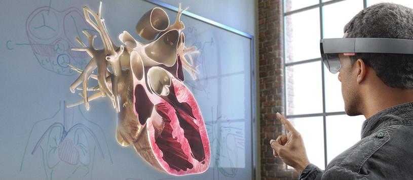 HoloLens to połączenie kilku technologii - gadżet Microsoftu przenosi nas do świata rzeczywistości rozszerzonej /materiały prasowe