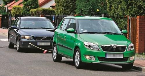Holowanie - wyłącznie na krótkim dystansie, gdy nie ma możliwości przewiezienia auta na lawecie. /Motor