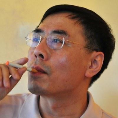 Hon Lik - wynalazca elektronicznych papierosów /AFP