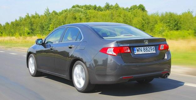 HONDA ACCORD VIII SEDAN szerokość: 184 cm, wysokość: 144 cm, rozstaw osi: 271 cm, pojemność bagażnika: 465 l /Motor