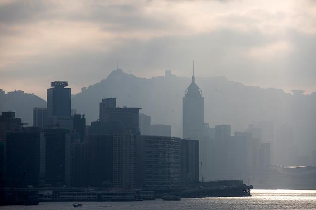 Hongkong tonie w śmieciach, bo Chiny ich nie chcą /EPA