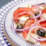 Horiatiki, czyli wiejska sałatka grecka