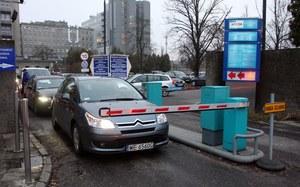 Horrendalne ceny za przyszpitalne parkingi