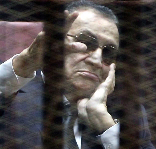 Hosni Mubarak na sali sądowej /PAP/EPA/KHALED ELFIQI /PAP/EPA