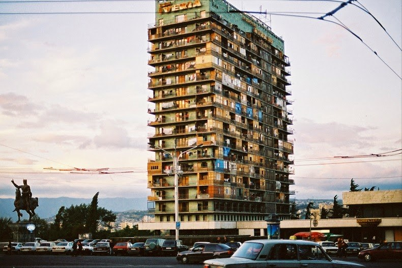 Hotel Radisson Blu Iveria w czasach, gdy zamieszkiwali go uchodźcy z Abchazji /materiały prasowe