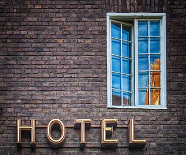 Hotele liczą na tarczę, myślą o pozwach