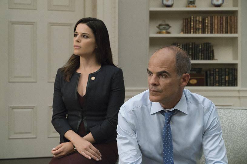 """""""House of Cards"""": Neve Campbell i Michael Kelly w piątym sezonie serialu, fot. David Giesbrecht /Netflix /materiały prasowe"""