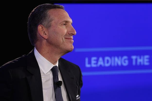 Howard Schultz, prezes firmy Starbucks /AFP