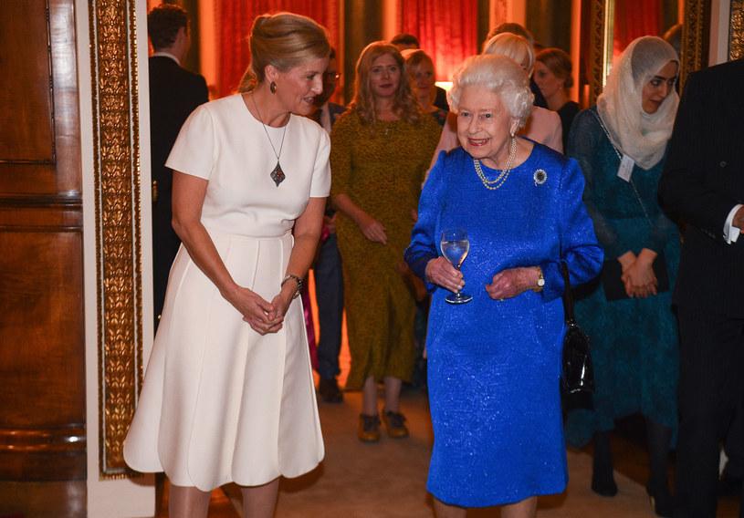 Hrabina Wessexu Zofia i królowa Elżbieta II /AFP