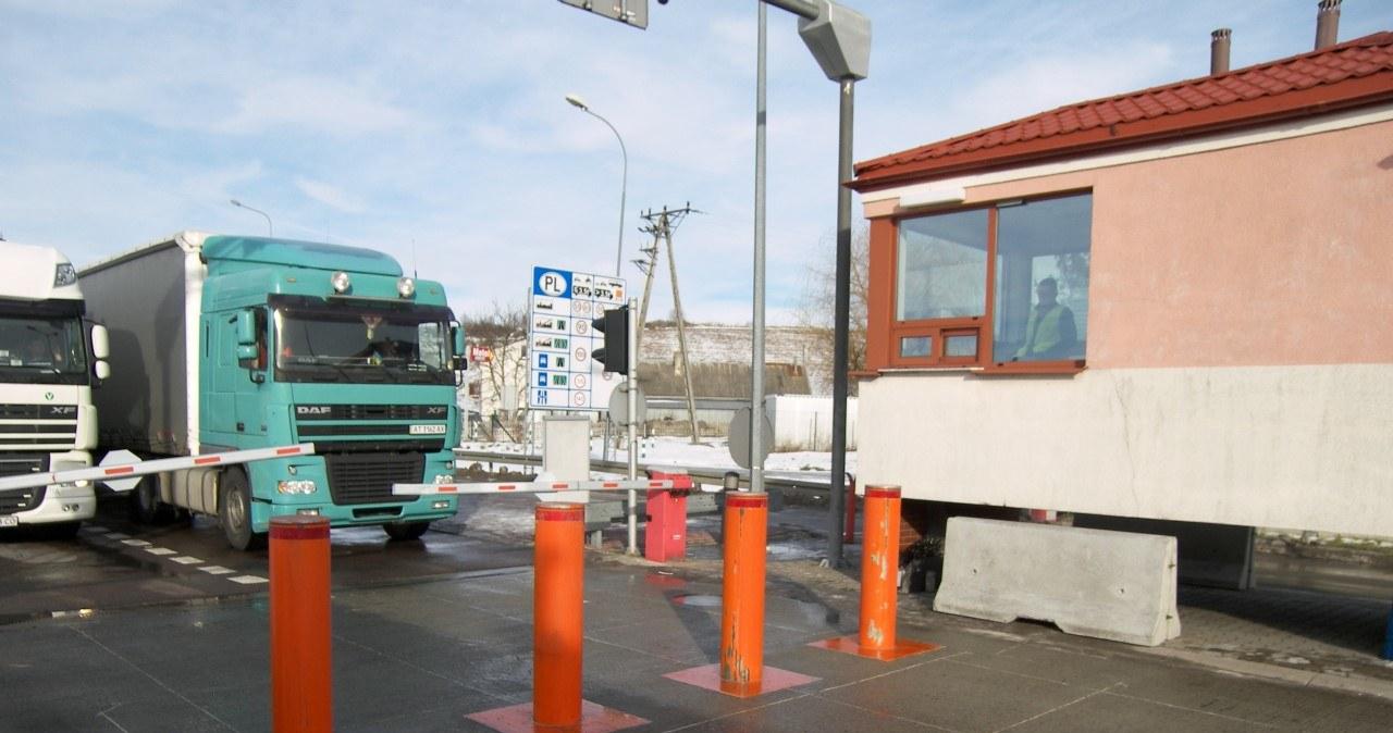 Hrebenne: Na przejściu granicznym pojawiły się zapory antyterrorystyczne