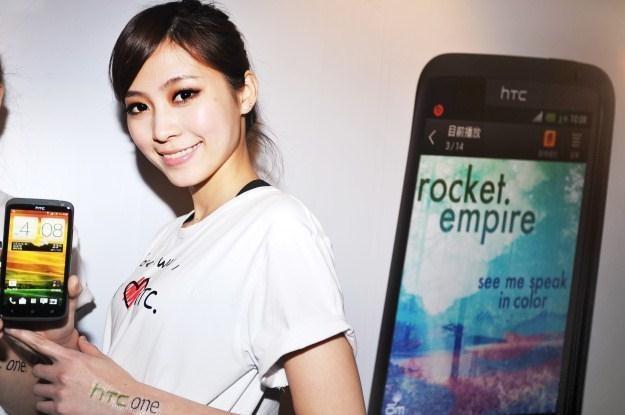 HTC nie radzi sobie z coraz groźniejszą konkurencją /AFP