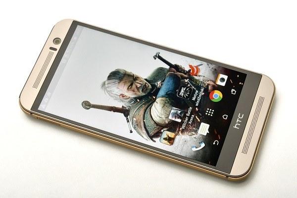 HTC One M9 z wiedźmińskim motywem /materiały prasowe