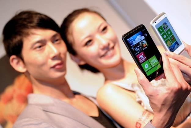 HTC Titan - udany smartfon i udany debiut Windows Phone 7.5 Mango /AFP
