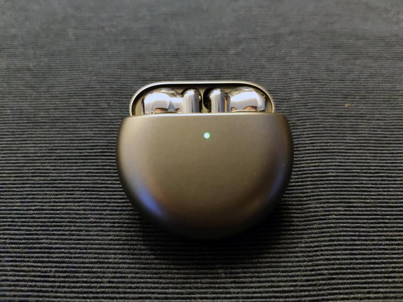 Huawei FreeBuds 4 /INTERIA.PL