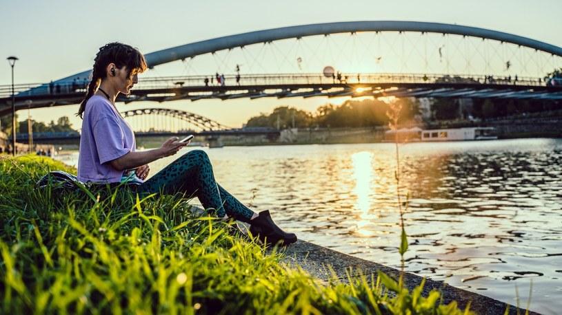 Huawei ma w swojej ofercie bezprzewodowe słuchawki z aktywną redukcją szumów / Martyna Taras FILMSEE /INTERIA.PL