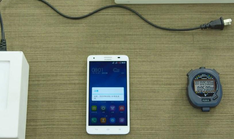Huawei może rozwiązać problem baterii w smartfonach /YouTube