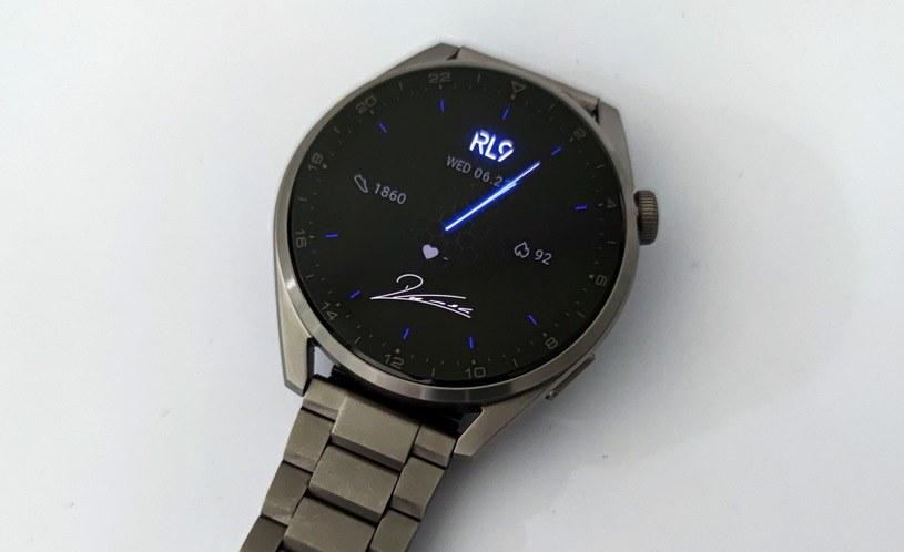 Huawei Watch 3 Pro i specjalna tarcza sygnowana przez Roberta Lewandowskiego /INTERIA.PL