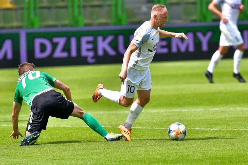 Hubert Tomalski z Puszczy (w białej koszulce) i Marcin Sierczyński w barwach GKS-u Bełchatów /Paweł Piotrowski /Newspix