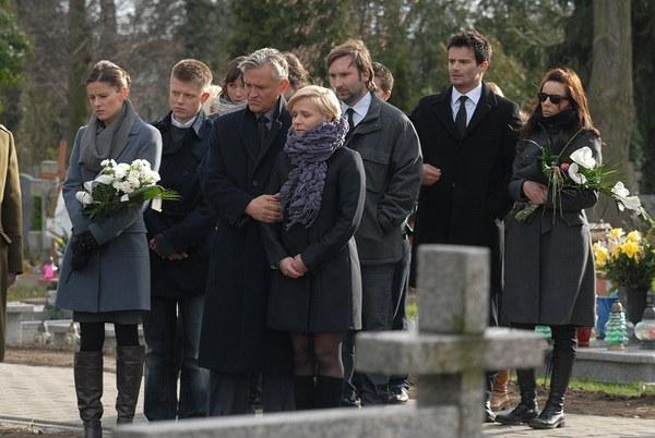 Na pogrzebie Huberta pojawili się jego bliscy i przyjaciele.