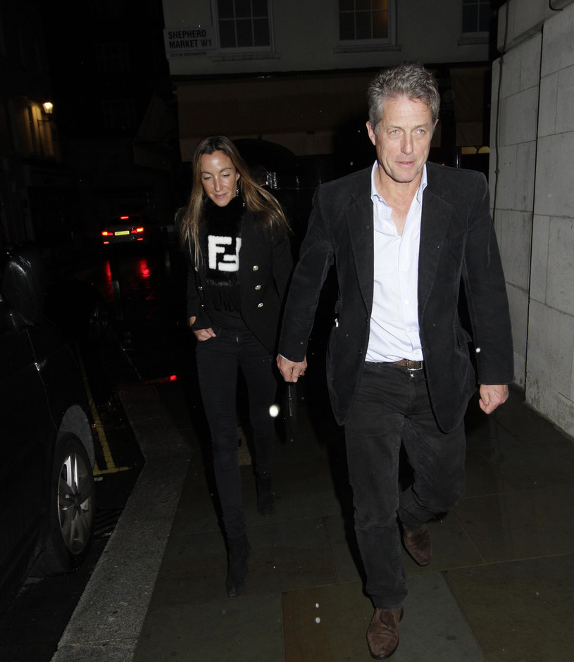 Hugh i jego młodsza o 18 lat żona, Anna, byli na romantycznej kolacji /East News