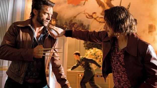 """Hugh Jackman i James McAvoy w scenie z filmu """"X-Men: Przeszłość, która nadejdzie"""" /materiały dystrybutora"""
