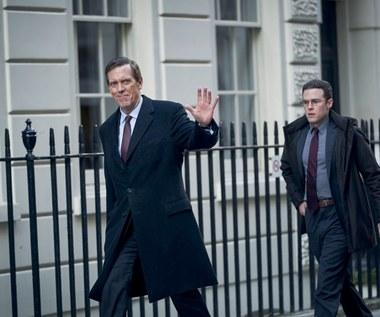 """Hugh Laurie w politycznym miniserialu """"Na poboczu"""""""