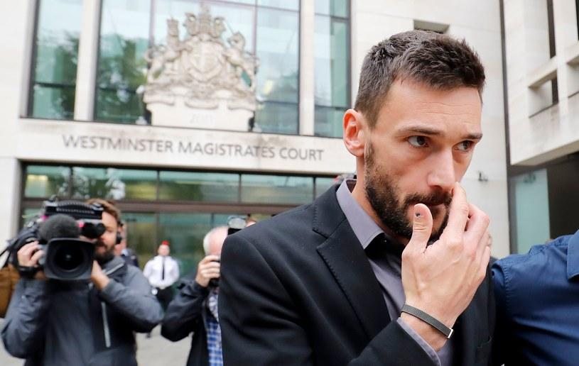 Hugo Lloris po wyjściu z sądu /AFP