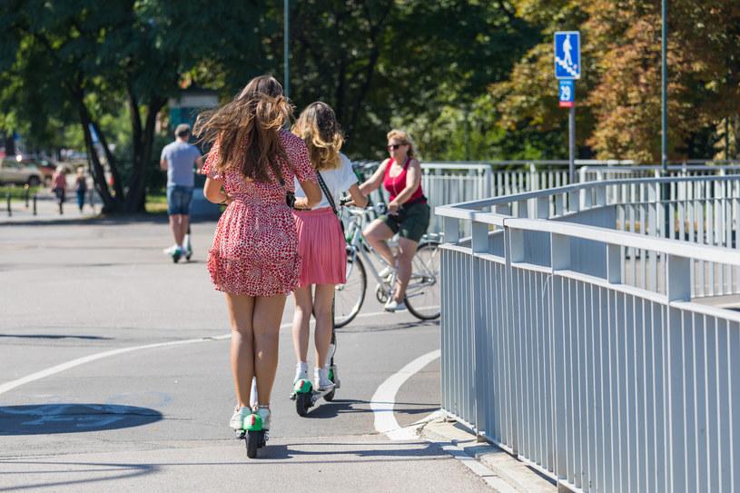 Hulajnogi będą traktowane jak rowery. Ale jeszcze nie w tym sezonie /Arkadiusz Ziółek /East News