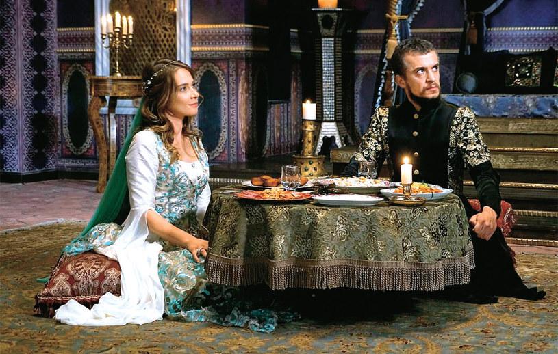 Humaszah będzie jedyną prawowitą żoną Ibrahima, jednak da się zepchnąć w cień Turhan /Świat Seriali