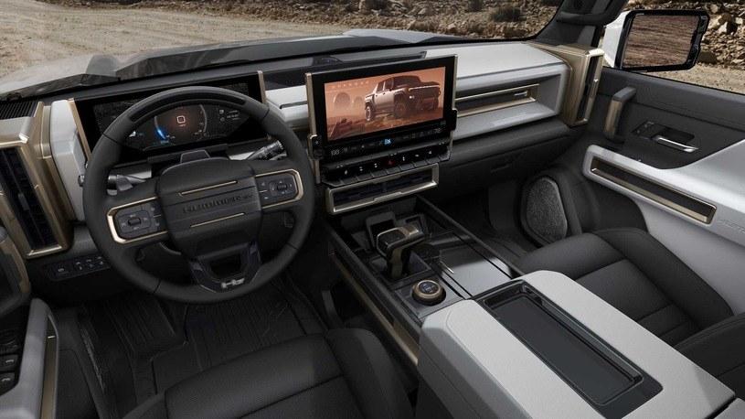 Hummer EV - wnętrze /materiały prasowe