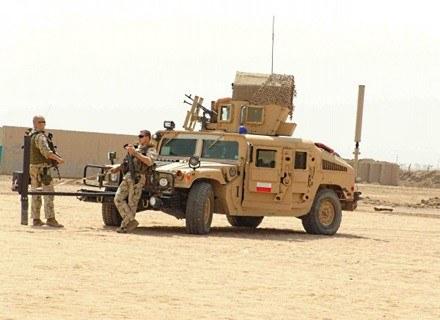 Hummer z zamontowanym trałem. /INTERIA.PL