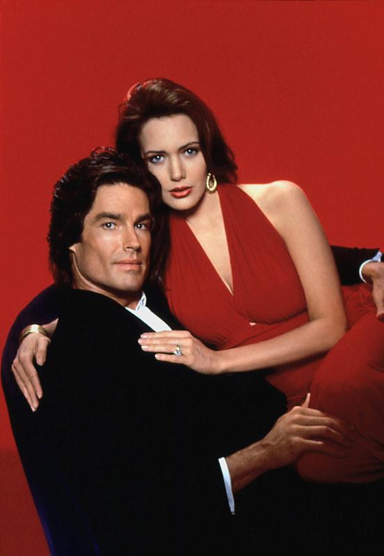 Hunter i Ronn prywatnie mieli podobno romans. To przez kłótnie na planie aktorka dwa razy opuszczała obsadę. /AKPA