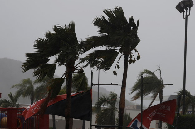 Huragan Marco i tropikalny sztorm Laura przechodziły w niedzielę nad Karaibami i Zatoką Meksykańską /Thais Llorca /PAP/EPA