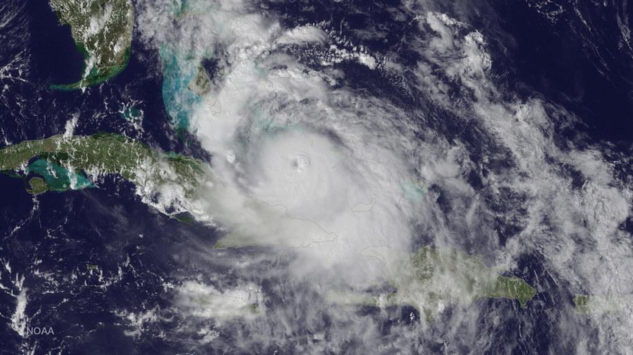 Huragan Matthew widziany z kosmosu /NOAA / HANDOUT /PAP/EPA