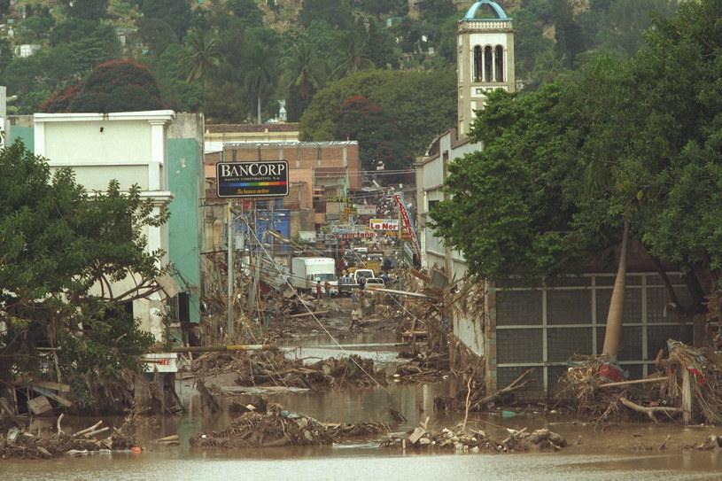 Huragan spowodował falę powodziową o niespotykanej dotąd skali /Bernard Bisson/Sygma /Getty Images