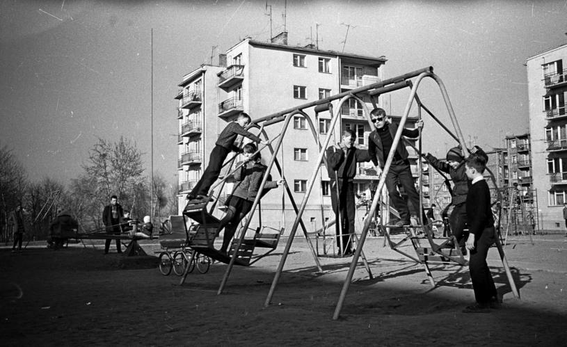 Huśtawki nie spełniały żadnych norm bezpieczeństwa /Mirosław Stankiewicz /Agencja FORUM