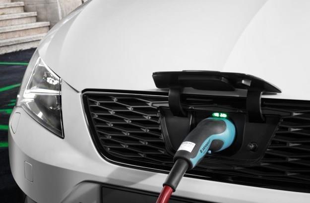 Hybrydy i auta elektryczne czeka lepsza przyszłość? /