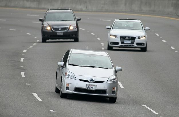 Hybrydy to auta bezpieczne /AFP