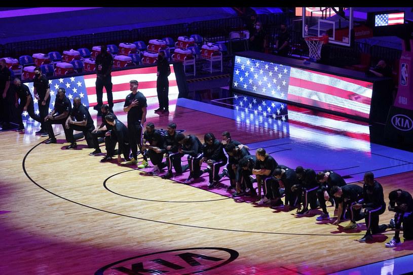 Hymn odgrywany przed meczem NBA /AP /East News