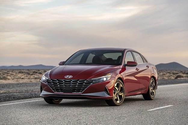 Hyundai Elantra /