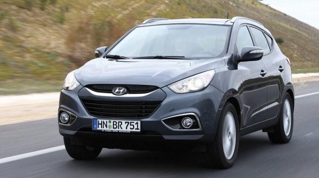 Hyundai ix35 zrywa z nieco nudnym stylem poprzednika (Tucson) i wyróżnia się agresywnie stylizowaną karoserią. /Hyundai
