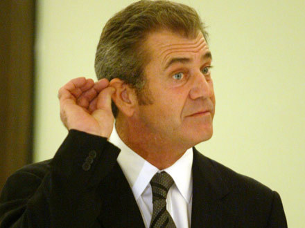 I co tu zrobić? - zastanawia się Mel Gibson /AFP