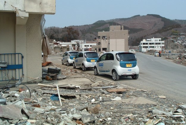 I-MiEV-y na terenach zniszczonych przez tsunami /