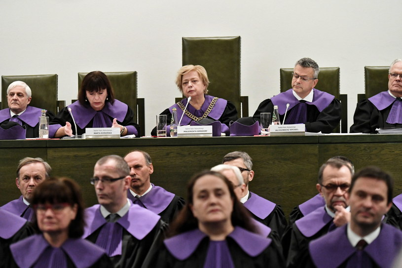 I prezes SN Małgorzata Gersdorf (C) podczas konferencji po wspólnym posiedzeniu trzech izb Sądu Najwyższego: Izby Cywilnej, Izby Karnej oraz Izby Pracy i Ubezpieczeń społecznych /Piotr Nowak /PAP
