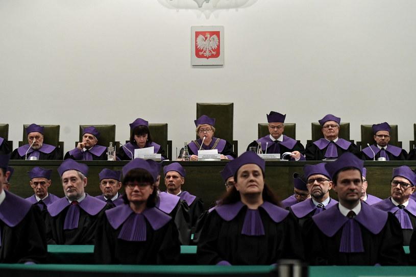 I prezes SN Małgorzata Gersdorf (C) podczas konferencji po wspólnym posiedzeniu trzech izb Sądu Najwyższeg /Piotr Nowak /PAP