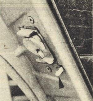 ...i zabezpieczająca przed otwarciem tylnych drzwi przez dzieci. /Motor