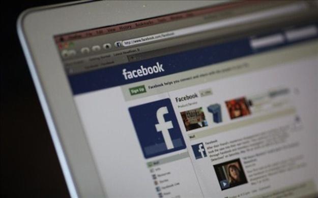 Iain Wood zarobił dzięki oszustwom na Facebooku 35 tys. funtów /AFP