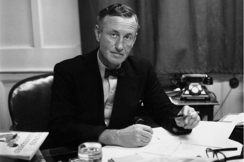 Ian Fleming był agentem brytyjskiego wywiadu. Jak wiele z własnych doświadczeń wykorzystał w książkach o Bondzie - nie wiadomo. Był zobowiązany do zachowania tajemnicy państwowej /Getty Images