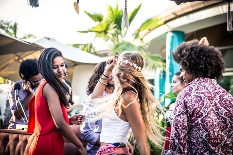 Ibiza słynie z imprez /123RF/PICSEL